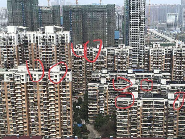 当地民众在网络上披露小区楼顶都是狙击手。(网络图片)