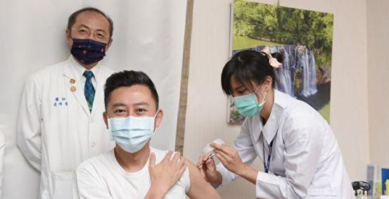 林志坚今天收到了AZ疫苗,并呼吁公众建立防护网|。 防疫人员| 新冠肺炎 | 新竹
