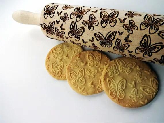 papillons en relief rouleau a patisserie motif papillons rouleau a patisserie grave avec papillons pour biscuits en relief printemps