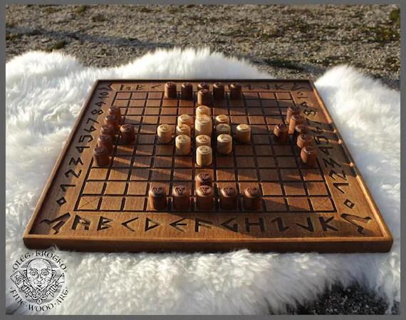 Hnefatafl Viking strategy board game