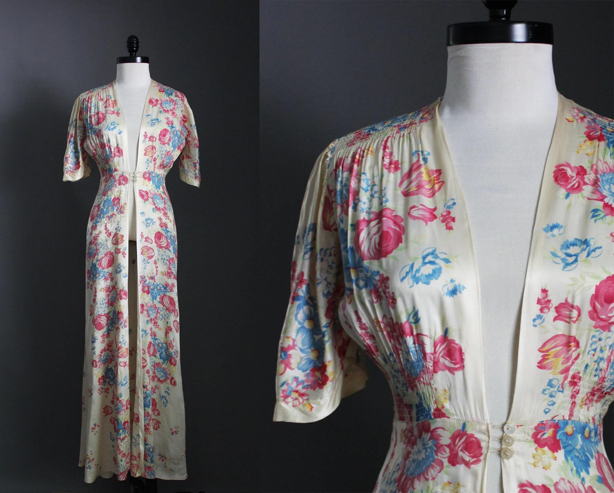 1940s Vintage Silk Flower Blossoms Floral Dressing Gown
