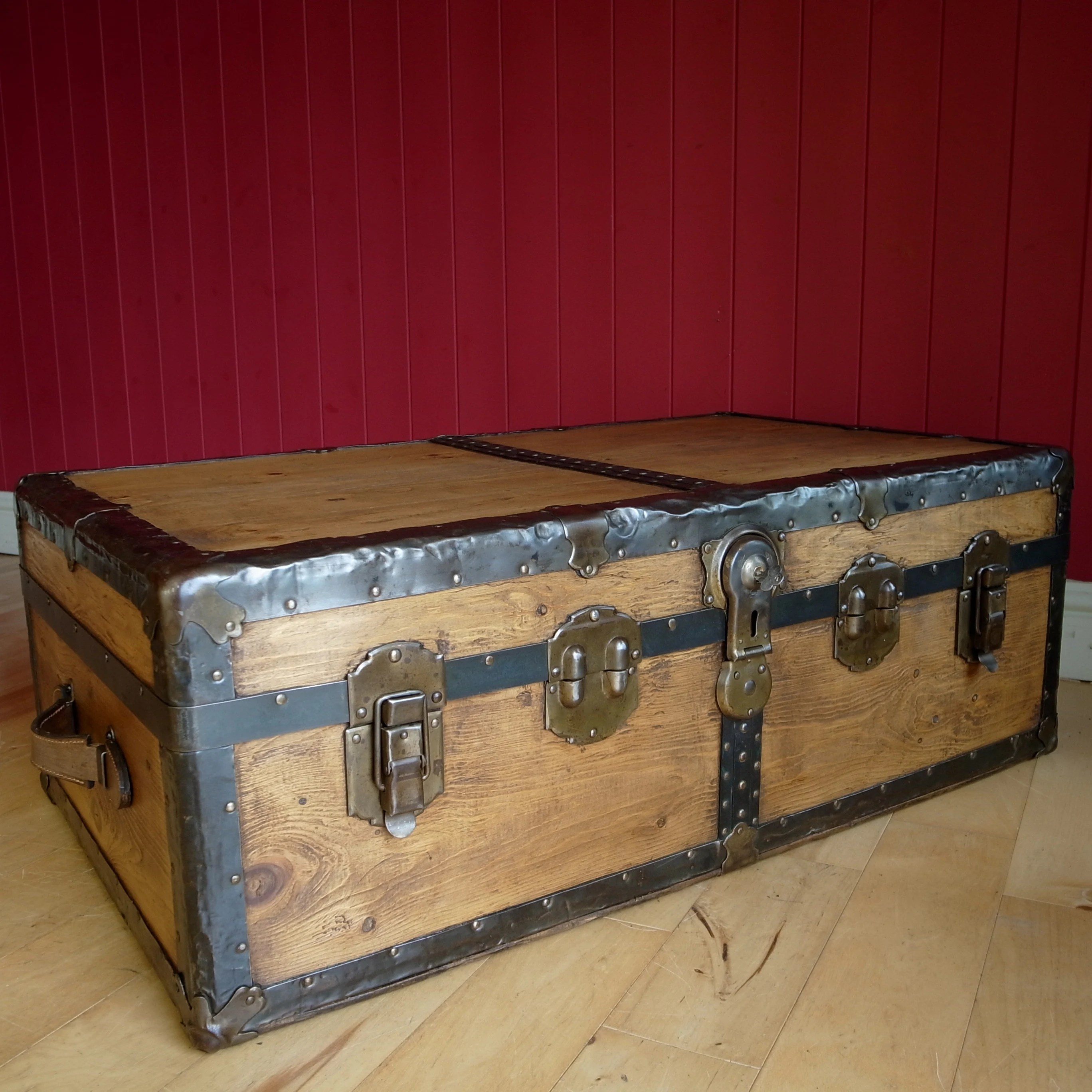 vintage steamer trunk 20s 30s art deco