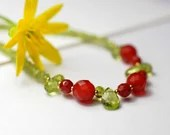 Gemstone necklace with peridot and carnelian