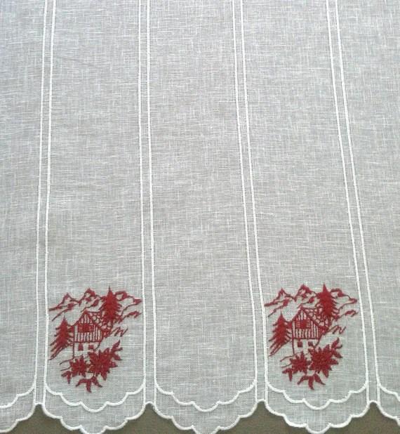 rideau voilage brise bise montagne en lin blanc et ses chalets brodes hauteur 73 cm
