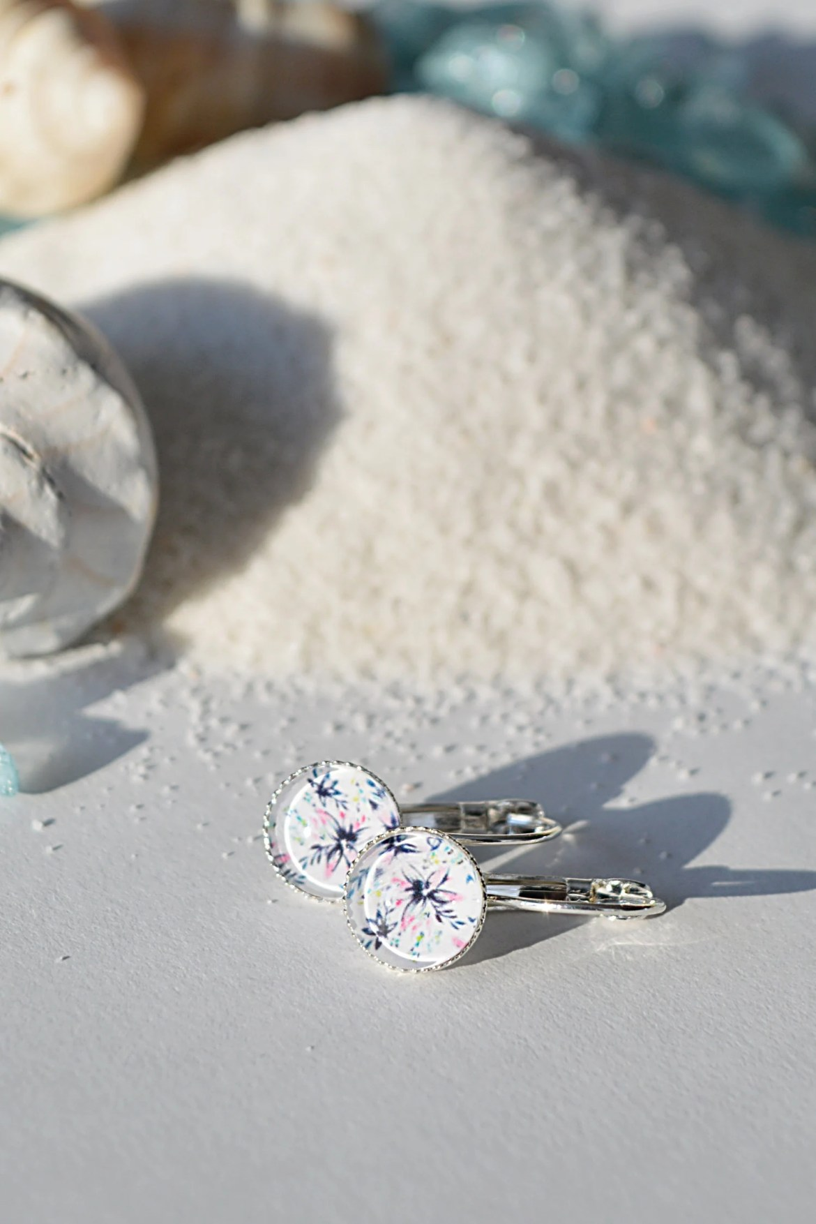 Delicate Floral Round Lev...