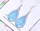 Blue and white floral glass teardrop dangle earrings, dangle earring, earrings for women, colorful jewelry, minimalist earring, gift for her