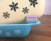 Vintage Pin Club - Snowflake Pyrex Space Saver Enamel Pin Badge