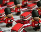 Bus favours and guards London England theme boxes