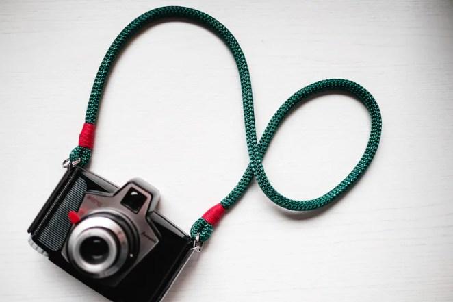 Risultati immagini per tracolle fotocamere