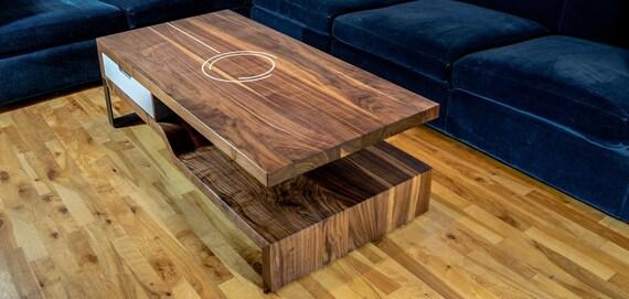 table basse en noyer massif design incruste en resine pietement en metal fait a la main au quebec