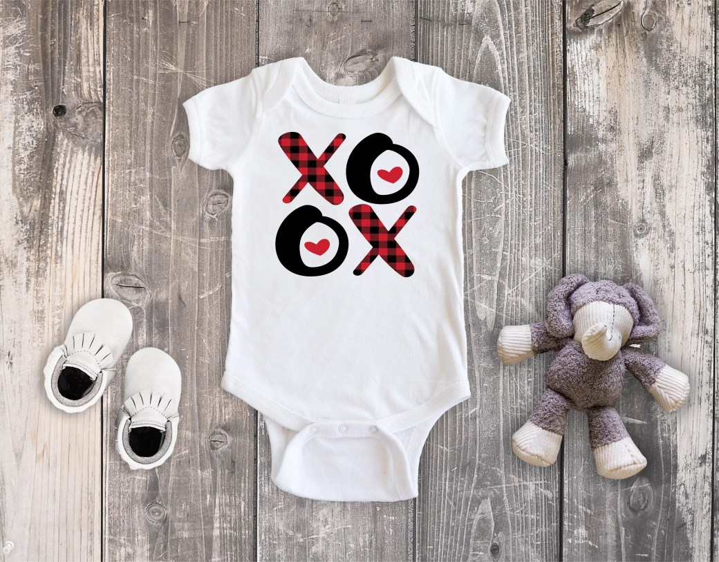 Valentine's Day XOXO Bodysuit Toddler Shirt, Valentine Hugs Kisses Shirt,  Newborn Baby Outfit,  Baby Shower Gift, Take Home Outfit