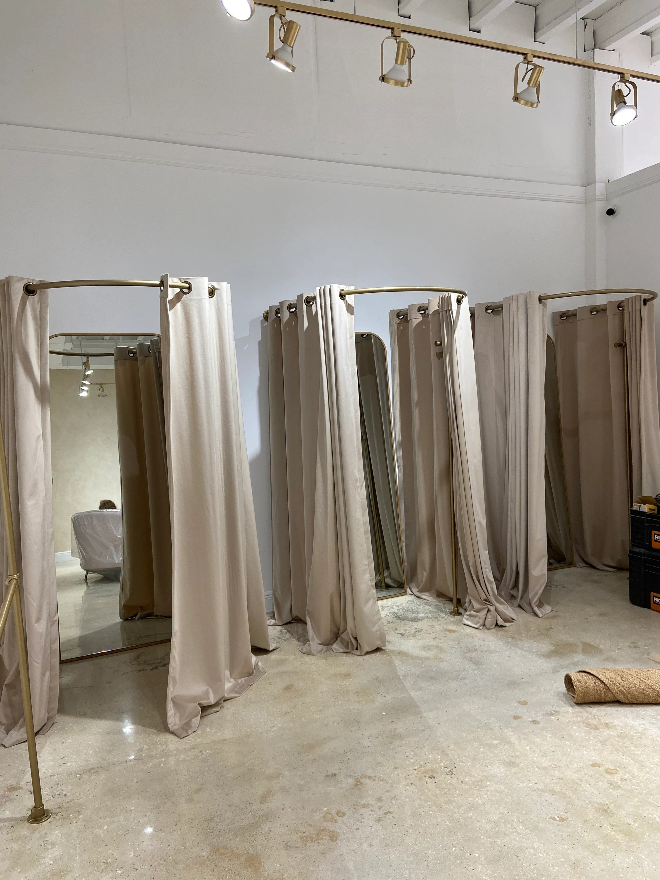 curved fitting room curtain rods