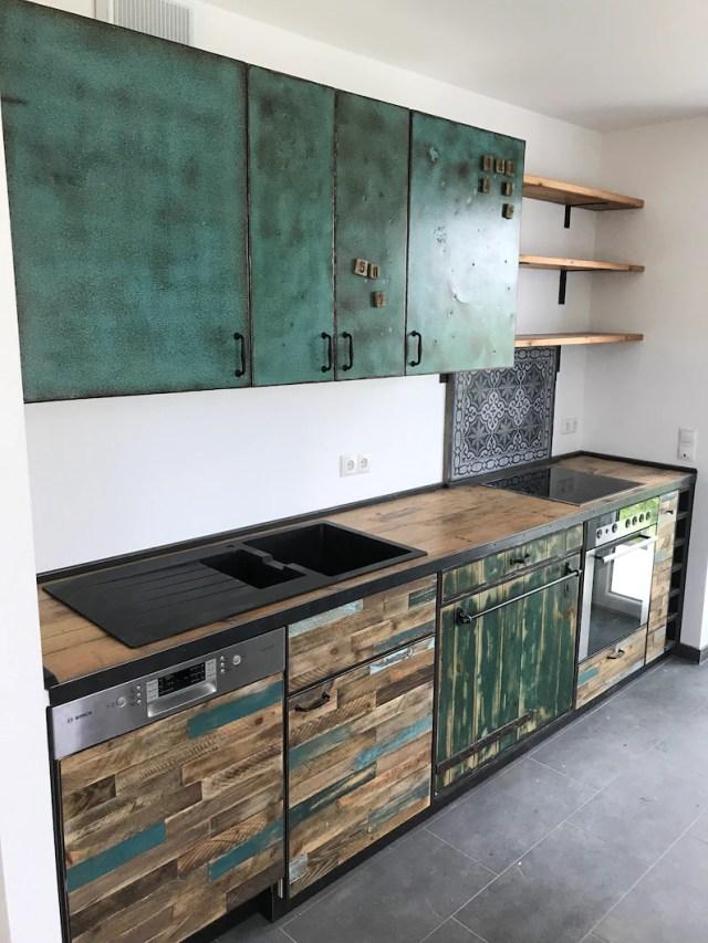 Küche vintage retro altholz arbeitsplatte beton bauhaus ...