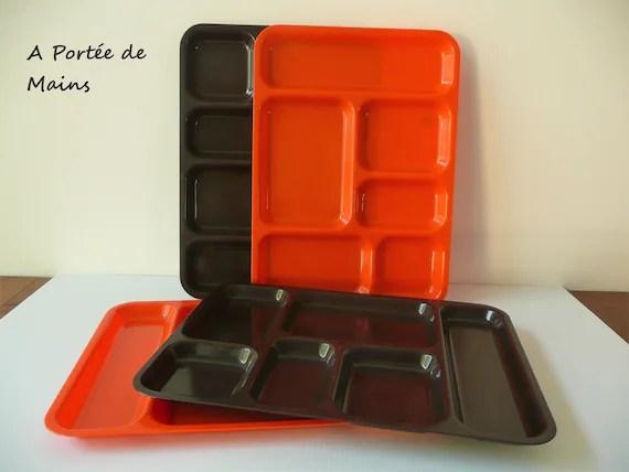 plateau repas en plastique orange plateau tele compartimente en plastique marron tv dinner vintage retro annees 70