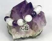 Bracelet of Amethyst stone and white pearl with charm of heart. Jewelry, elastic bracelet