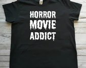 T-shirt with text ''horror movie addict'', short sleeve sweaters for horror movie lovers.