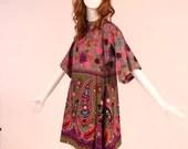 Vintage 1970s Bright Floral Paisley Dress, Rare 70s Paisley Dress, Authentic 70s Dress with Dolman Sleeve Detail, Vintage 70s Bohemian Dress