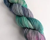 Hand dyed silver sparkle sock yarn, superwash merino/nylon/stellina sparkle sock/fingering yarn. Aurora Nativitatis, blues greens pinks yarn