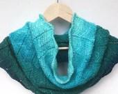 Hand knit chevron cowl, a...