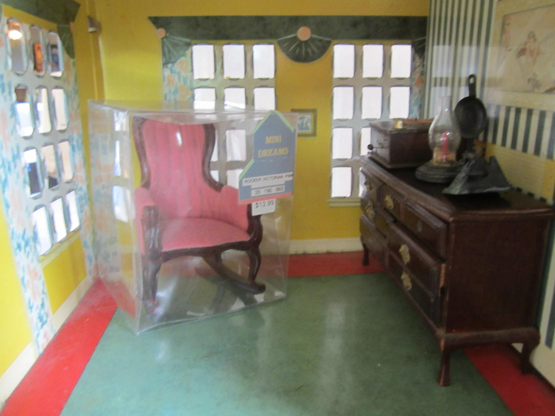Dollhouse Living Room Chair Lowboy Victrola 593