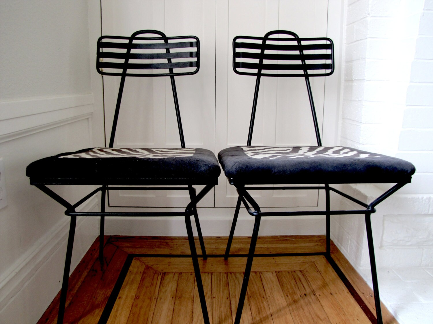atomic 60s metal chairs set of 2 black vintage wrought iron chairs 1960s mid century chairs zebra upholstery