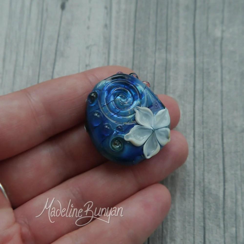 Pretty blue & White Flowe...