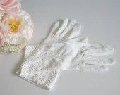 Vintage Ivory Wrist Length White Beaded Gloves - Size 7 - Excellent Condition - So Pretty!