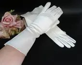 Vintage Ivory Gloves -Above the Wrist Length Gloves with Pleated Stitched Detailing- Ivory Gloves - Tea Gloves - Vintage Gloves