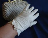 Lovely Vintage Cream Kid Leather Bow Gloves - Wrist Length Gloves with Bow Detail - Opera Tea Cotillion Bride Bridal Gloves - BG-SW-18