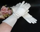 Vintage Ivory Gloves -Above the Wrist Length Gloves with Pleated Stitched Detailing- Ivory Gloves - Tea Gloves - Vintage Gloves