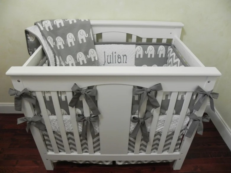 BabyBeddingbyJBD - Gray Elephant Mini Crib Set