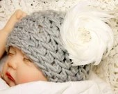 Girl's Size 0-3 Months Gray Beanie w/Feather Flower