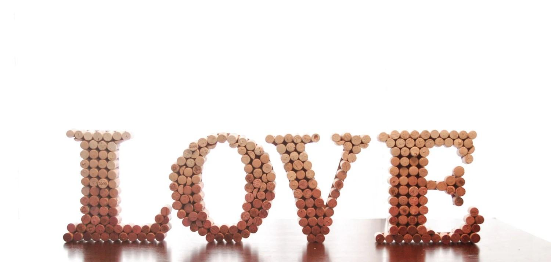 lettre de bouchons en liege wedding decor love in upcycled bouchons decor home decor mariage