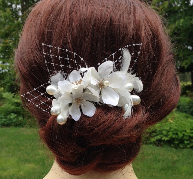 bridal hair comb with off white flowers, netting, feathers, and pearls, light ivory hair flowers, bridal headpiece, floral hair comb -rb0294