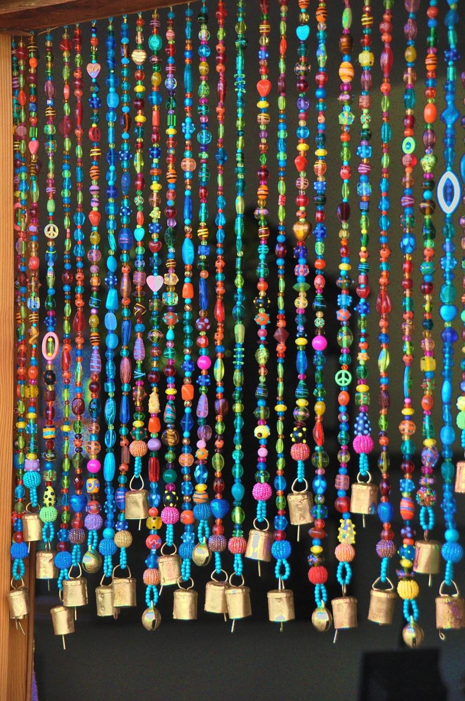 rideau colore colore de perles pour une fenetre ou un mur de porte