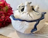 Vintage Bowl / Ceramic Cabbage Mother and Baby Bunnies / Cream color with Blue outline/ Decor Serving