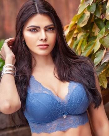 18+ Mujhe Rang Do By Sherlyn Chopra 2019 Hindi 720p HDRip 80MB