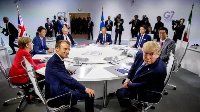 Les sept dirigeants du G7 participent à la première séance de travail, à Biarritz le dimanche 25 août.
