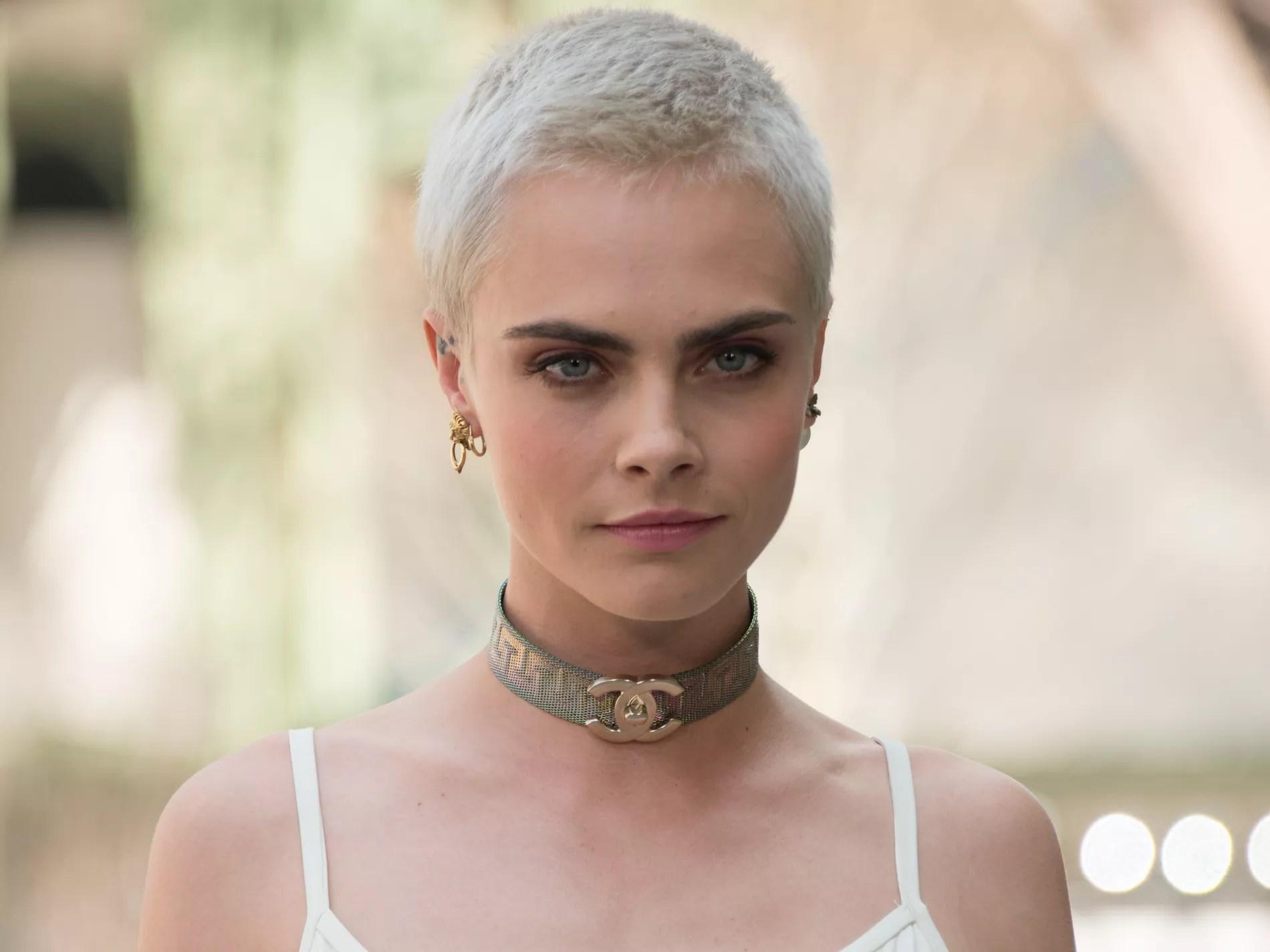 Crne Ras Pixie Cut Cheveux Longs Le CV Capillaire De