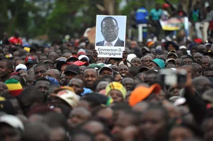 Des milliers de manifestants ont défilé ce samedi pour obtenir la démission du président Mugabe.