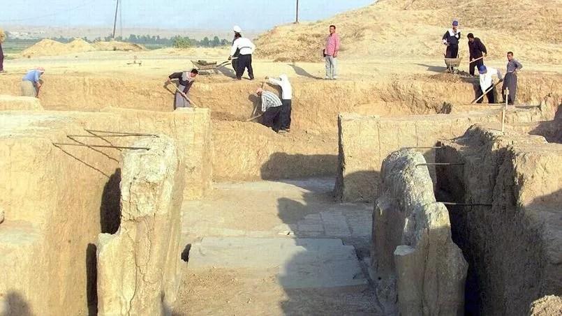 Archéologues travaillant sur le site de Nimrod