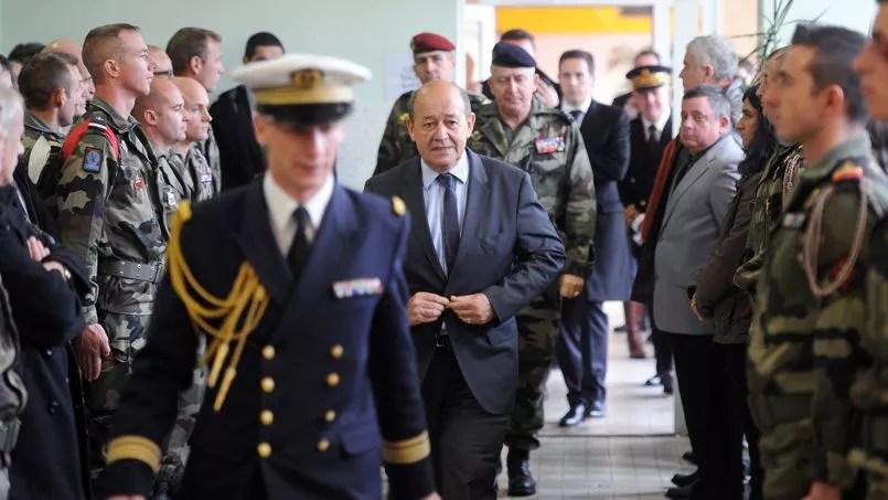 Le ministre de la Défense, Jean-Yves Le Drian, à Carcassonne le 15 novembre.