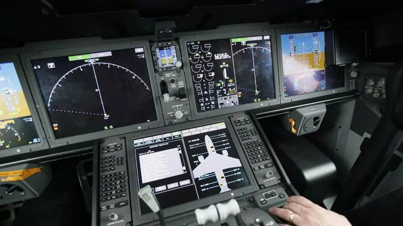 Intérieur du cockpit d'un Boeing 787.