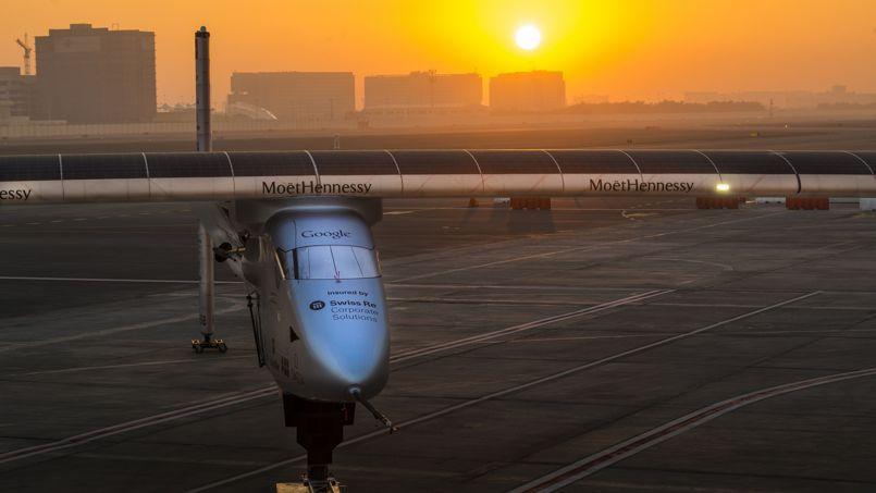 L'avion Solar Impulse 2 a été réassemblé sur l'aéroport d'Abu Dhabi, en attendant le début du tour du monde le 1er mars prochain.
