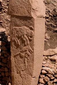 Une des figures animales retrouvées sur les colonnes de l'édifice.