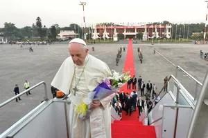 Le pape François quitte le Bangladesh après trois jours de visite, le 2 décembre 2017.