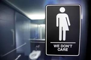 Logo demandant l'installation de toilettes transgenres, en Caroline du Nord.