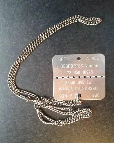 La plaque du soldat est composée de deux parties - plaque du général Vincent Desportes - crédits: Eléonore de Vulpillières