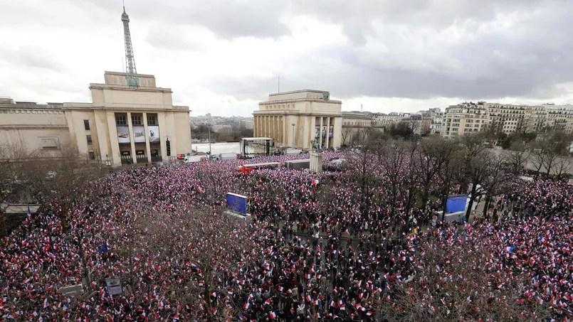 Une foule de plusieurs dizaines de milliers de personnes s'est rassemblée pour soutenir le candidat de la droite.