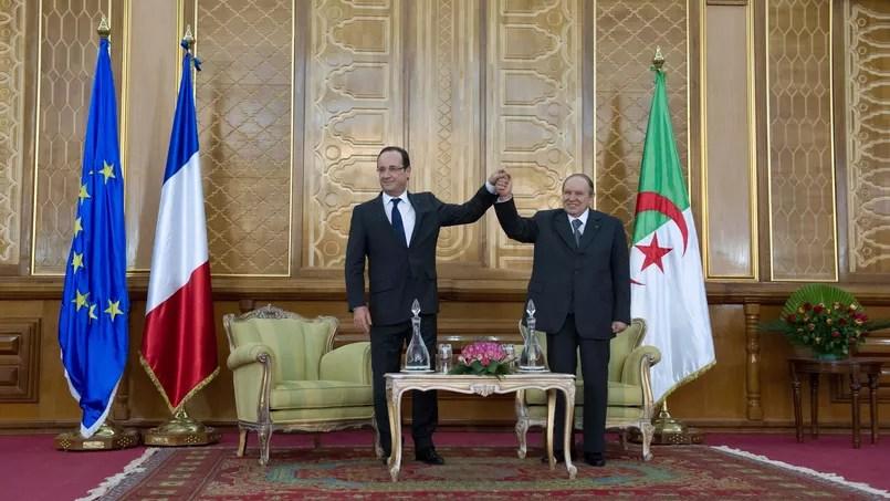 François Hollande, au côté de son homologue Abdelaziz Bouteflika lors d'une visite d'État en Algérie en décembre 2012.